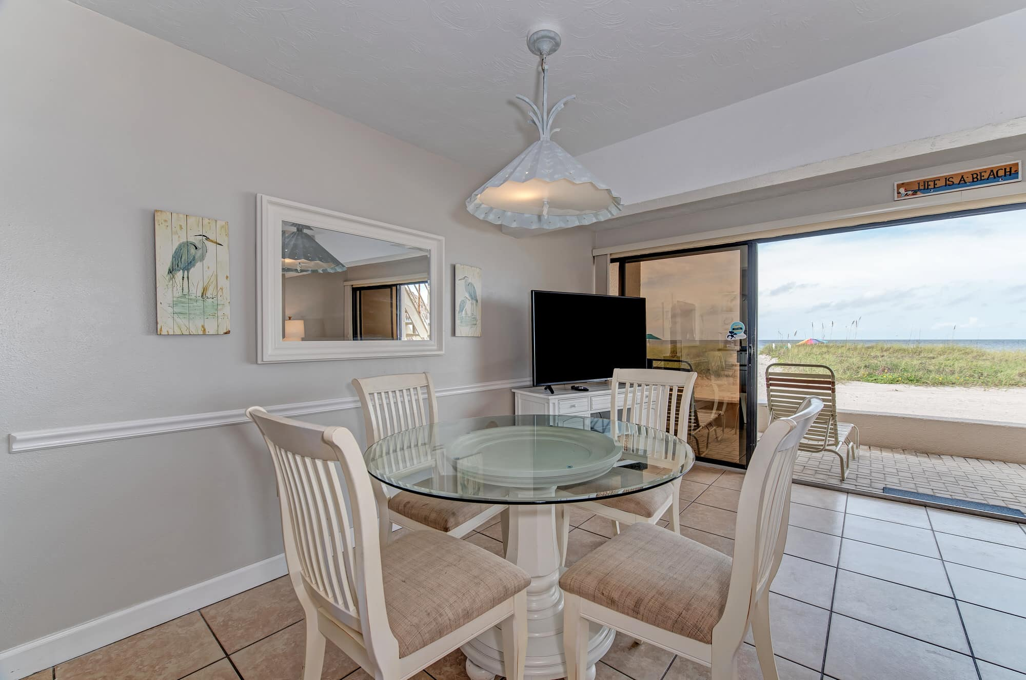 A07 Dining Room Table Beach View